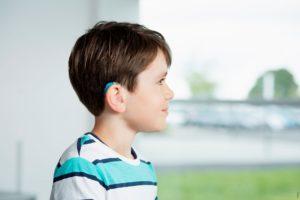 Детский заушный слуховой аппарат