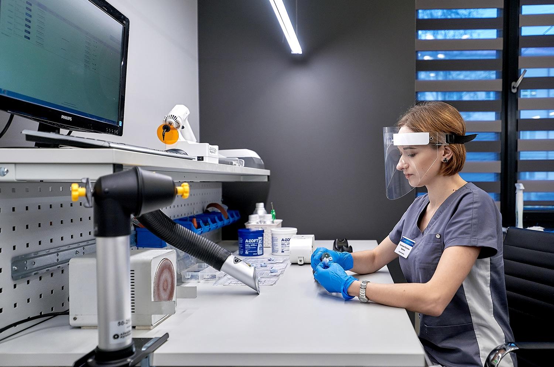 Лаборатория отопластики по изготовлению вкладышей к слуховым аппаратам