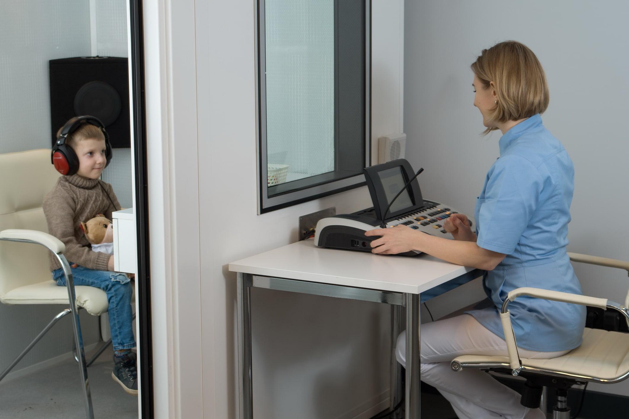 Аудиометрия ребенку в звукоизолированной кабине