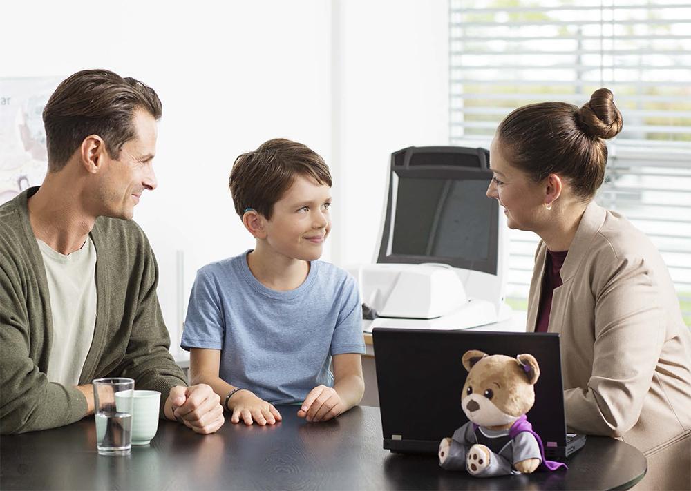 Ребенок на приеме у детского сурдолога